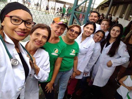 Alunos de Enfermagem dão apoio a passeio ciclístico em Avaré