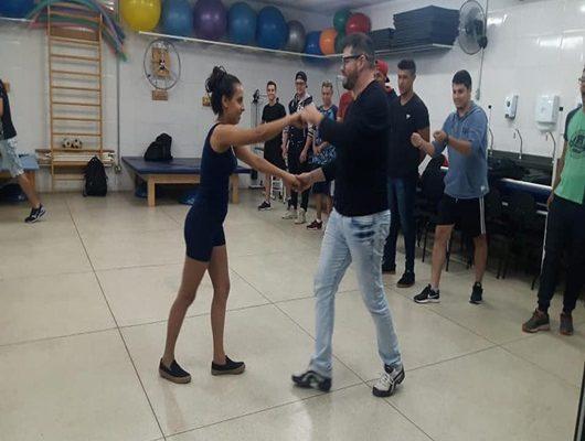 Disciplina de Ed. Física com direito à dança de salão