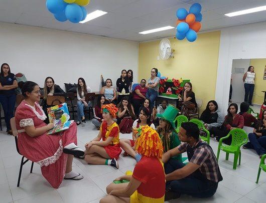 Dia Nacional do Livro Infantil: alunos de Pedagogia homenageiam Monteiro Lobato