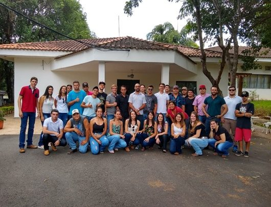 Alunos de Engenharia Agronômica visitam instituto biológico