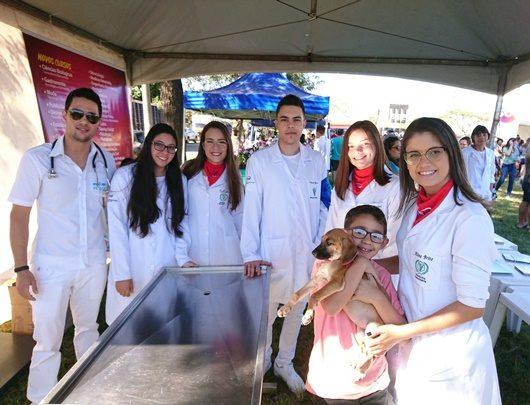 Alunos do curso de Medicina Veterinária da UniFSP participam